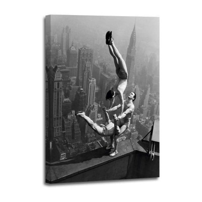 Anónimo - Acrobats perfoming on Empire State Building 1934