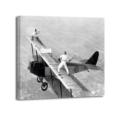 Anónimo - Daredevils playing tennis on a Biplane 1925