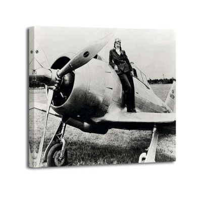 Anónimo - Female pilot standing on airplane